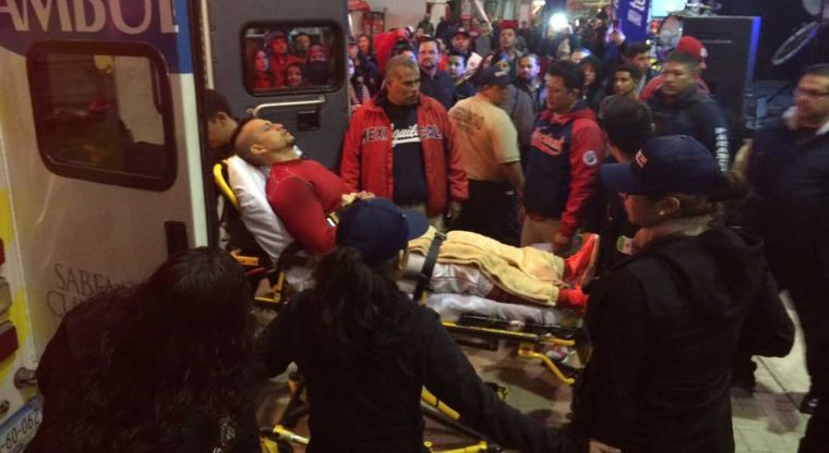 Xorge Carrillo fue sacado del estadio en ambulancia